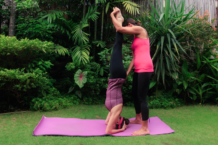 headstand with sen